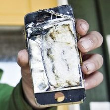 iPhone started smoking badly caught on camera