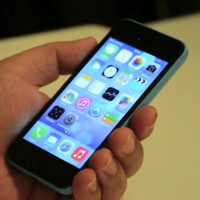 iPhone 5C's lock screen, home screen and browser demoed [Video]